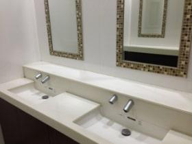 トイレや洗面所に手指オートディスペンサー
