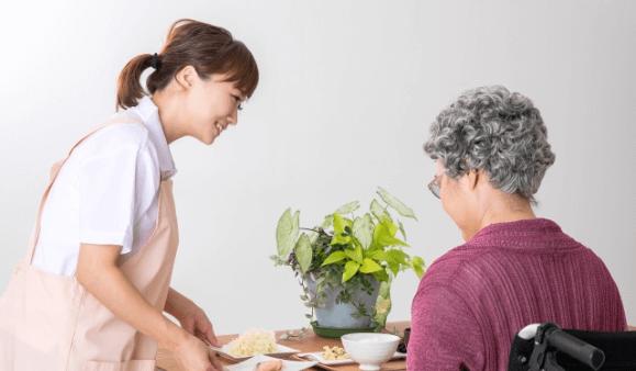 介護施設、在宅介護