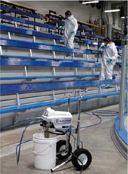 スプレーガンでの施設の除菌、清掃